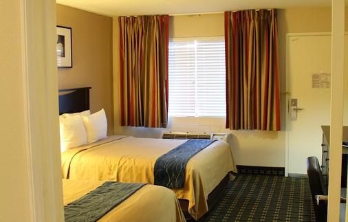 Stanford Inn & Suites Anaheim - Anaheim - Phòng ngủ