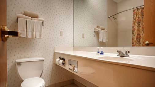 Magnuson Hotel Park Suites - Plano - Bathroom