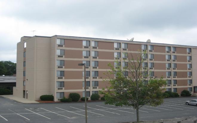 Magnuson Framingham Hotel - Framingham - Edificio