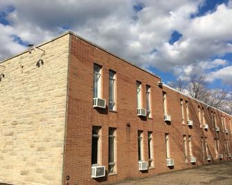 M Star North Canton - Hall of Fame - North Canton - Gebäude