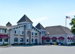Magnuson Grand Pioneer Inn And Suites - Escanaba - Building