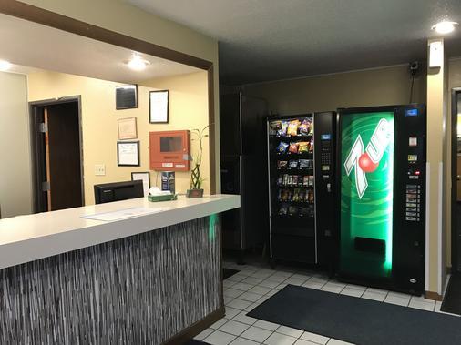 Magnuson Hotel Fort Wayne North - Coliseum - Fort Wayne - Lobby