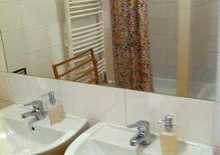 Hostel Rosemary - Prague - Bathroom