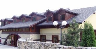 Zajazd Srebrna Gora - Krakau - Gebäude