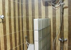 Otu Hostel By Ostic - Yogyakarta - Bathroom
