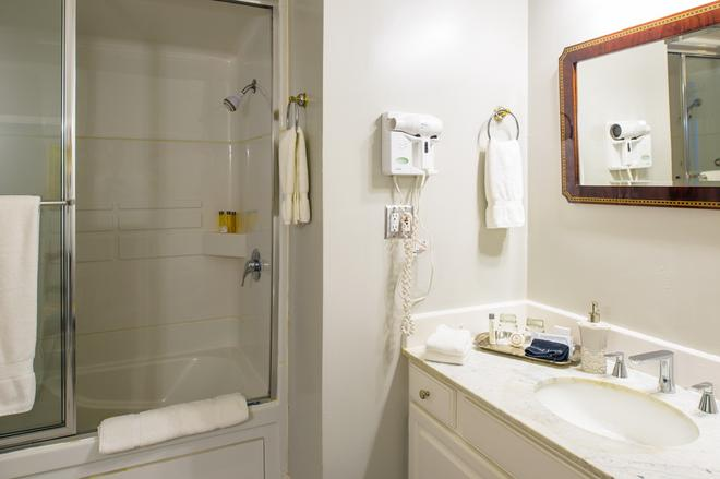 La Belle Epoque - Napa - Bathroom