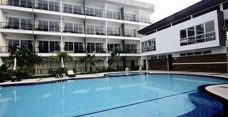 BS Premier Airport Hotel - Бангкок - Бассейн
