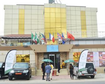 Mbayaville Hotel - Douala - Gebouw