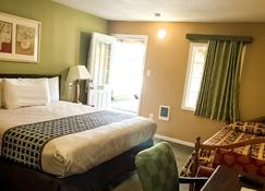 Town Motel - Forks - Bedroom