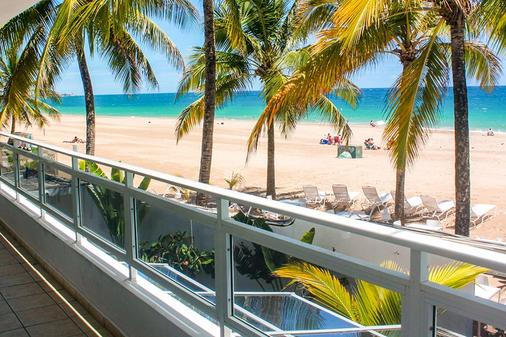 Numero Uno Beach House - San Juan - Balcony