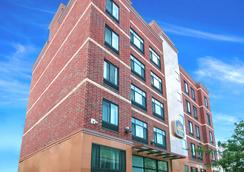 Best Western Plus Arena Hotel - Brooklyn - Building