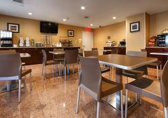 Best Western Plus Arena Hotel - Бруклин - Ресторан