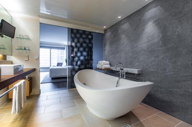 Radisson Blu Hotel, Frankfurt am Main - Frankfurt am Main - Bathroom