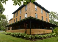 The Woodbine Inn - Palenville - Building