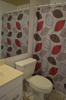 The Chocolate Hostel - Fort Lauderdale - Bathroom