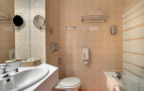 Hotel Du Midi - Saint-Étienne - Bathroom