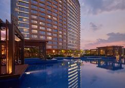 Conrad Bengaluru - Bengaluru - Pool