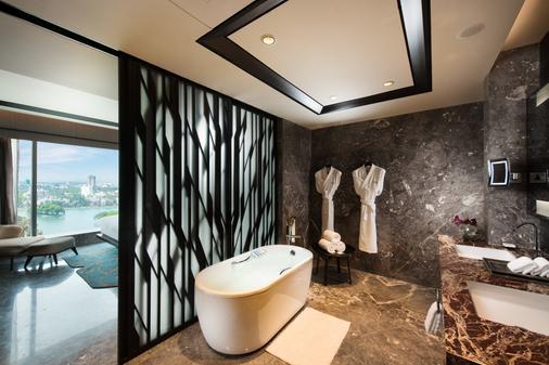 Conrad Bengaluru - Bengaluru - Bathroom