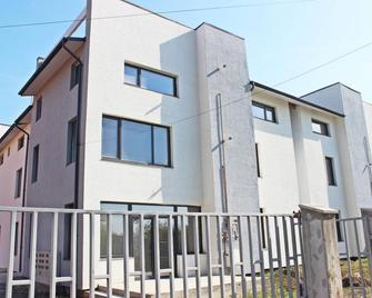 Air Aqua Residences - Отопені - Building