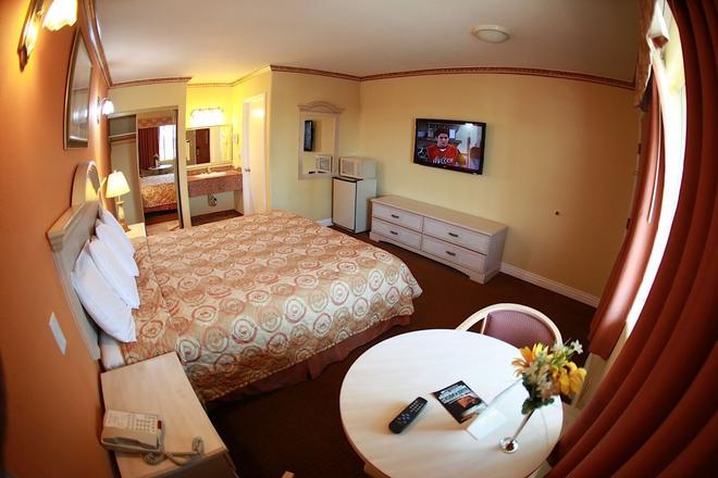 Glen Capri Inn & Suites - Burbank Universal - Glendale - Makuuhuone