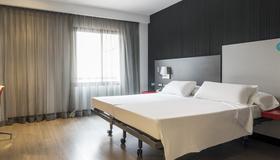 Ilunion Suites Madrid - Madrid - Habitación