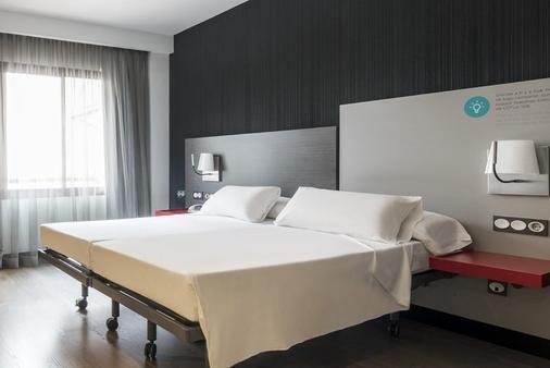 Ilunion Suites Madrid - Madrid - Makuuhuone