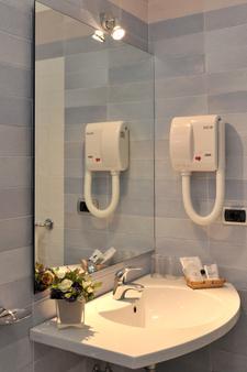 彼得拉二月神酒店 - 馬約理 - 馬奧萊 - 浴室