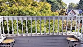 Evermore Guesthouse - Portland - Balcony