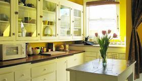 Bluebird Guesthouse - Portland - Kitchen