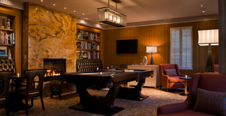 Forty 1 North - Newport - Lounge