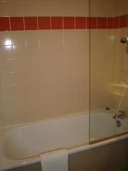 Appart'Hotel Le Splendid d'Allevard - Allevard - Bathroom