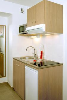 Terres de France - Appart'Hotel Quimper - Quimper - Kitchen
