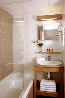 Terres de France - Appart'Hotel Quimper - Quimper - Bathroom