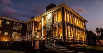Hotel Capitan Eberhard - Puerto Natales - Building