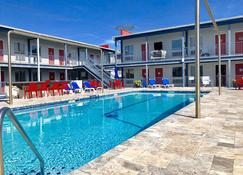 Sea And Breeze Hotel And Condo - Tybee Island - Pool