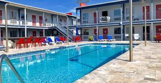 Sea And Breeze Hotel And Condo - Tybee Island - Uima-allas