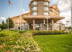 Monte Carlo Inn & Suites Downtown Markham - Маркхам - Вид снаружи