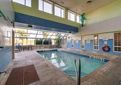 Monte Carlo Inn Barrie Suites - Barrie - Uima-allas