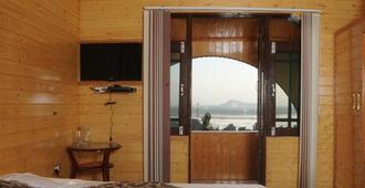 Impex Hill Resorts - Srinagar - Bedroom