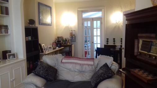 Rue Saint Jacques Guest House - London - Living room