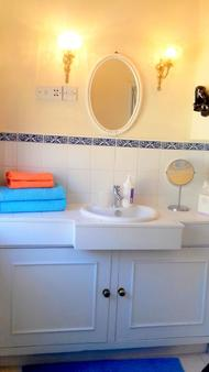 Rue Saint Jacques Guest House - London - Bathroom