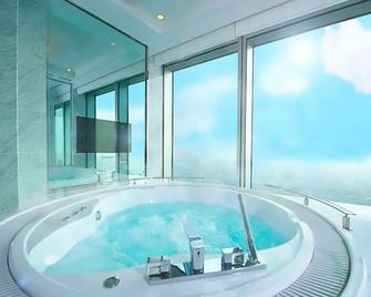 Osaka Marriott Miyako Hotel - Osaka - Pool