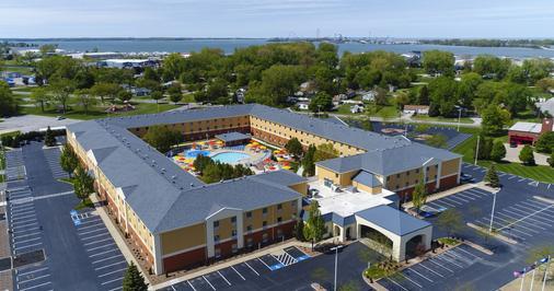 Cedar Point's Express Hotel - Sandusky - Building