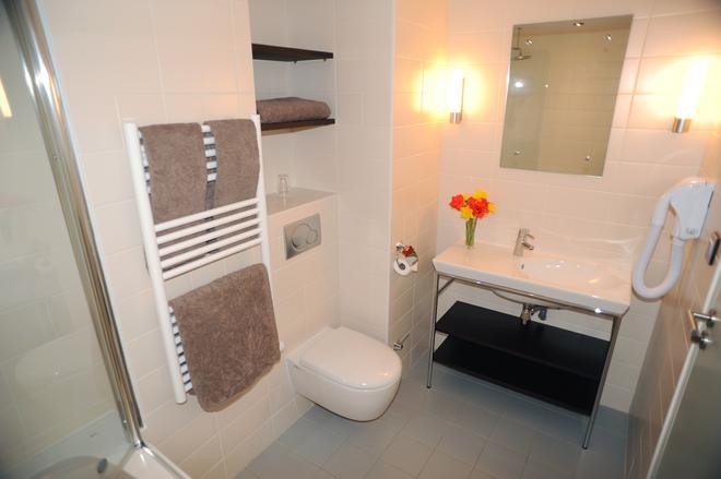 Hotel Les Lanchers - Ле-Тин - Ванная