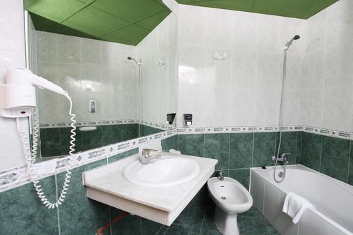 馬克弗特海灘俱樂部酒店 - 式 - 托雷莫里諾斯 - 多列毛利諾斯 - 浴室
