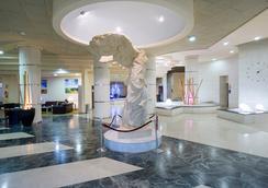 馬克弗特海灘俱樂部酒店 - 式 - 托雷莫里諾斯 - 多列毛利諾斯 - 大廳