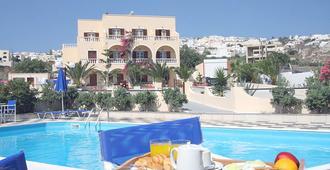 Romantic Spa Resort - פירה - בריכה