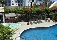 Mikado Hotel - Los Angeles - Bể bơi