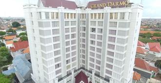 Grand Darmo Suite By Amithya - סוראבאיה - בניין