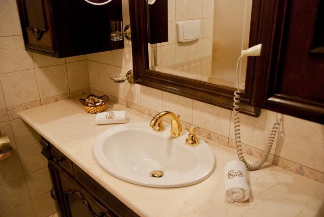 Hotel Casa Capsa - Bucharest - Bathroom